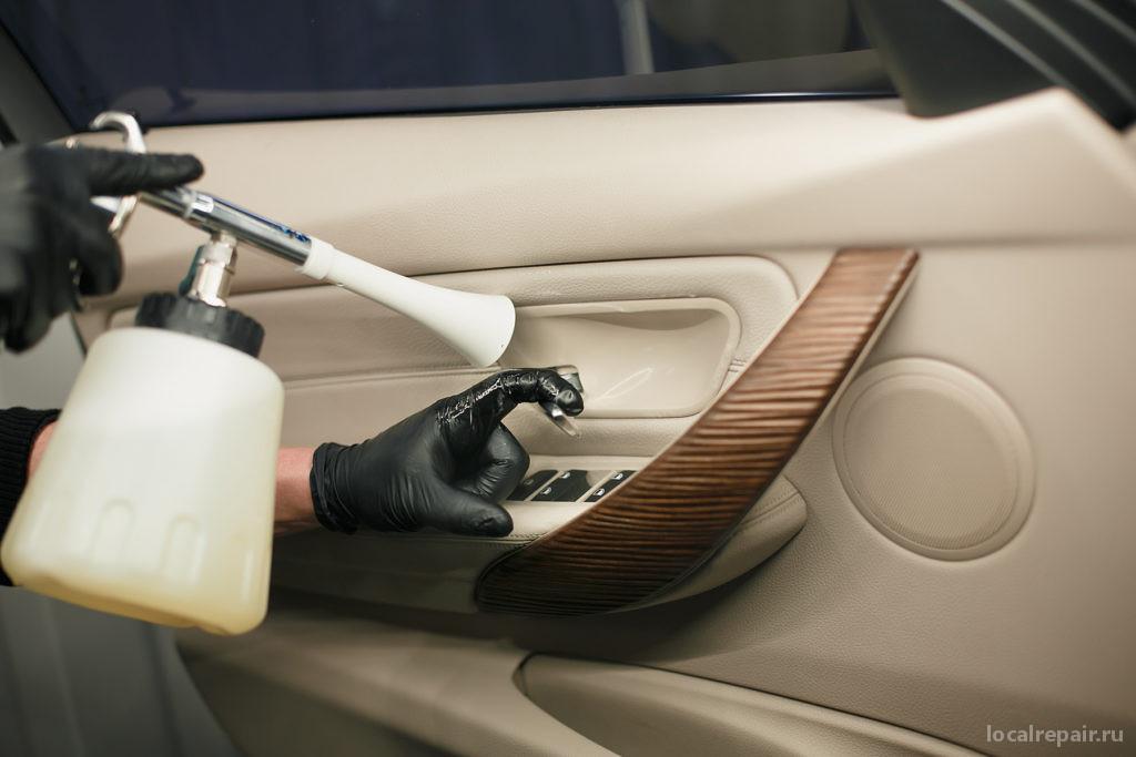 Что такое химчистка салона автомобиля и стоит ли пытаться почистить салон самостоятельно?